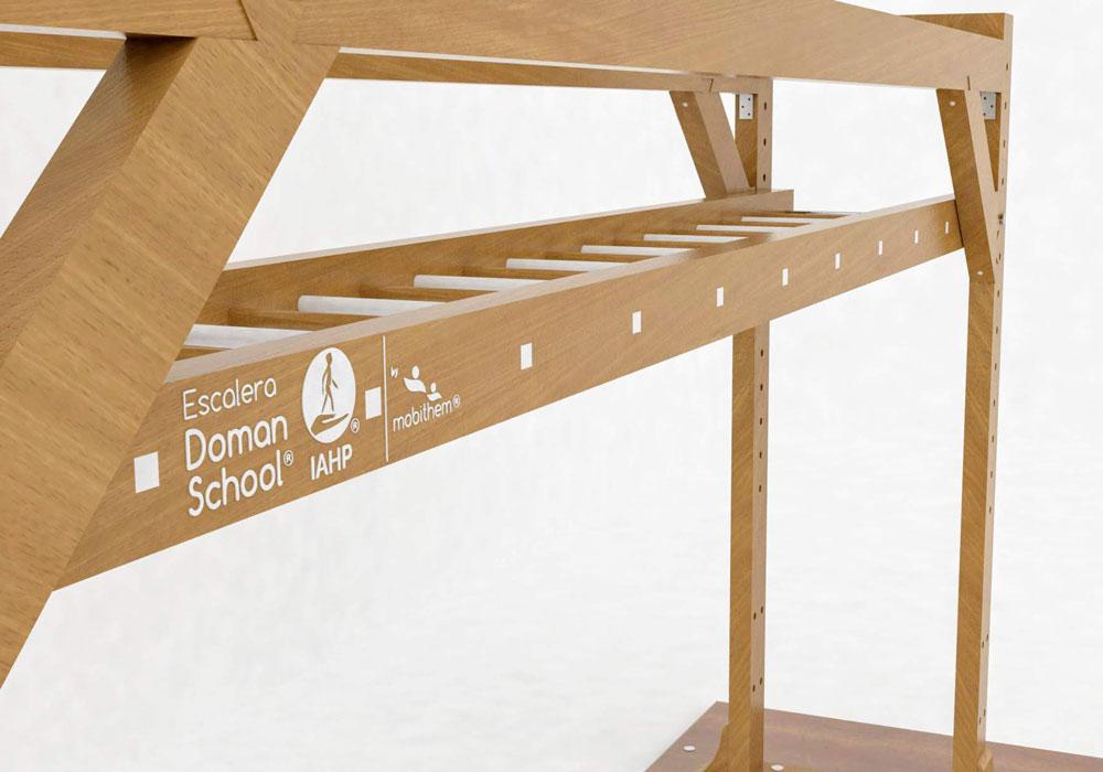 escalera de braquiación Doman School suelo